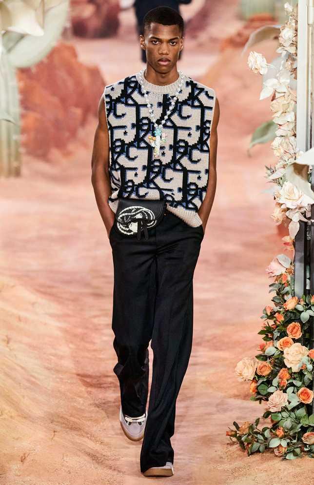 綴滿珍珠與鑽石的仙人掌項鍊,是DIOR史上首件男士高級珠寶作品,專為本季2022春夏男裝秀而生。(圖╱DIOR提供)