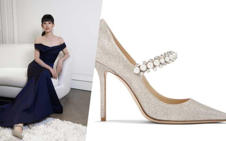 因疫情而取消婚宴的孟耿如則是鍾愛BAILY款式 ,以瑪莉珍鞋代為設計概念,採用由大至小的珍珠排列,並以華麗的水晶托襯,以現代感的方式呈 現JIMMY CHOO 優雅魅力,貴氣又不張揚。(圖/品牌提供)