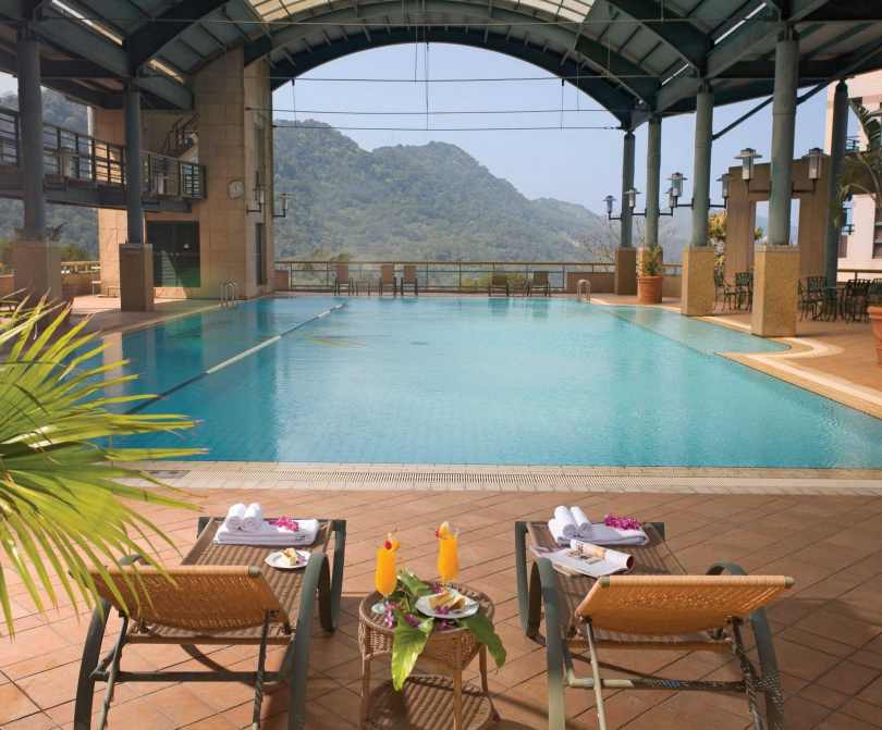 石門水庫福華設有游泳池,成為夏天消暑的好去處。
