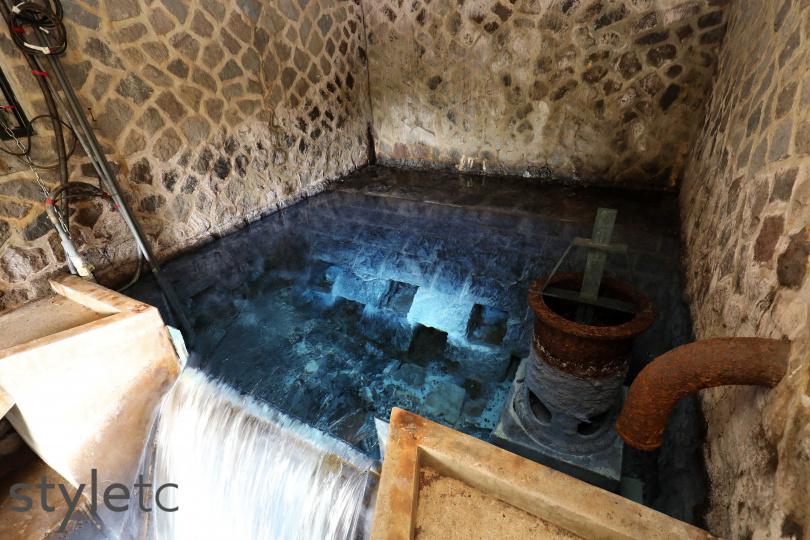 大屯火山造就的藍寶石泉,因含有微量元素而散發獨特藍光。(圖/于魯光攝)