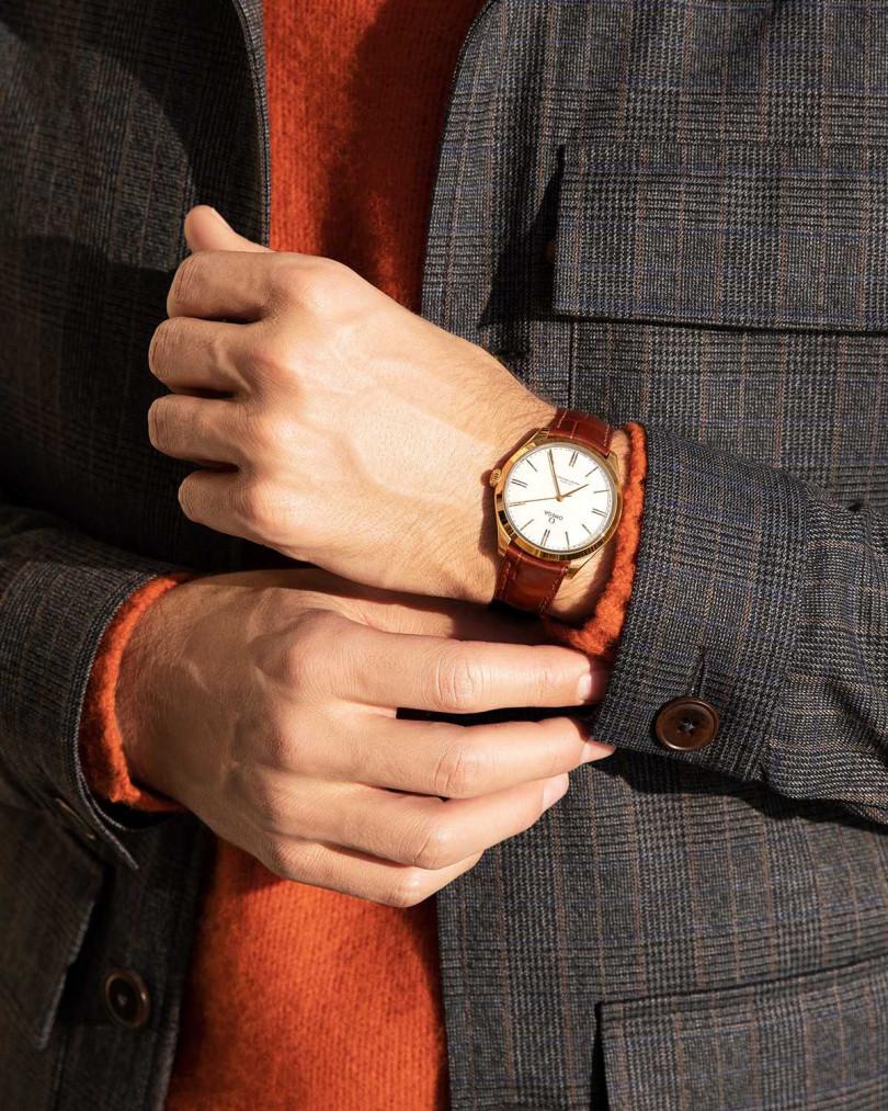OMEGA「De Ville TRÉSOR碟飛系列」同軸擒縱大師天文台腕錶,18K黃金錶殼╱515,800元(圖╱OMEGA提供)