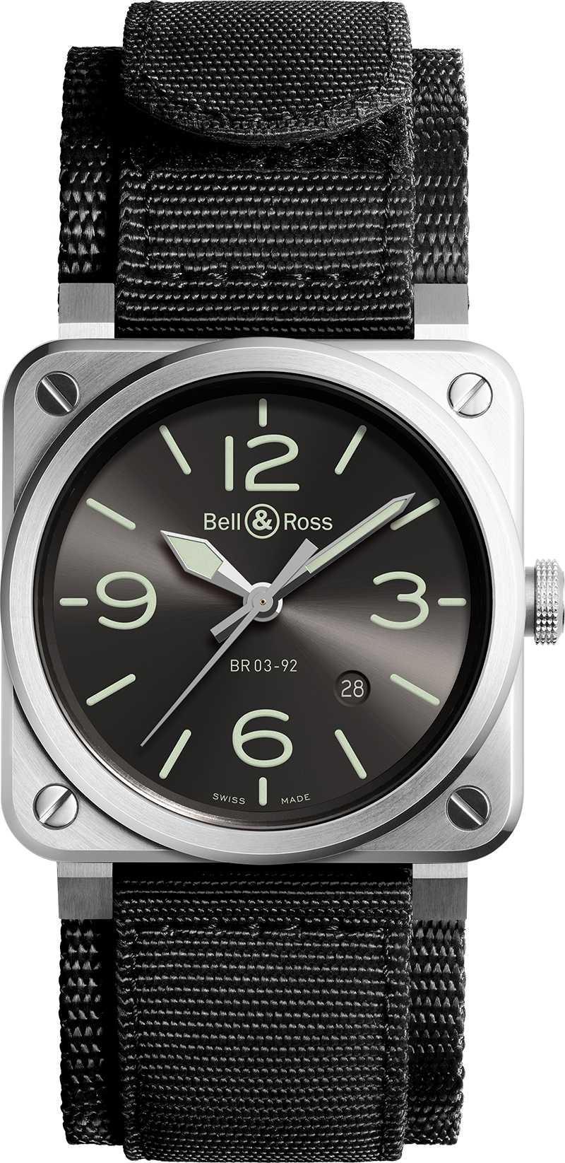 Bell & Ross「BR03-92 GREY LUM」腕錶,超彈黑色合成織物╱111,600元(圖╱Bell & Ross提供)
