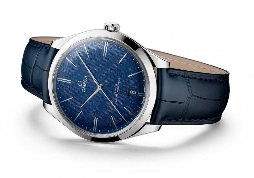 OMEGA「De Ville TRÉSOR碟飛系列」同軸擒縱大師天文台腕錶,不鏽鋼錶殼╱212,000元(圖╱OMEGA提供)