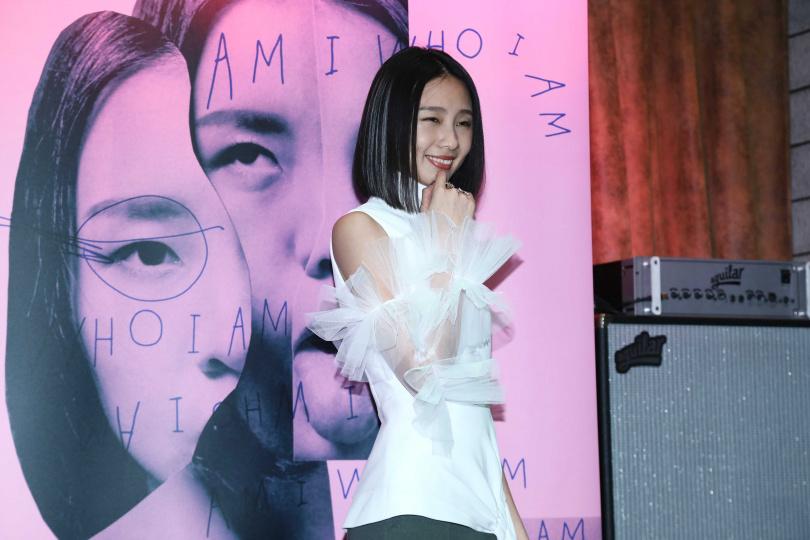 陳忻玥發片記者會上難掩緊張的表示,這幾天就吃不太下,還會乾嘔。(攝影/彭子桓)