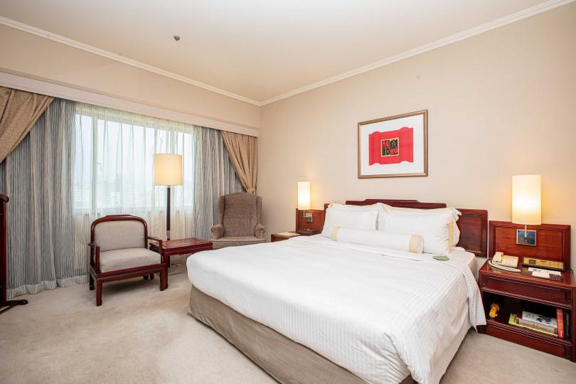 台北福華飯店高級雙人單床房。