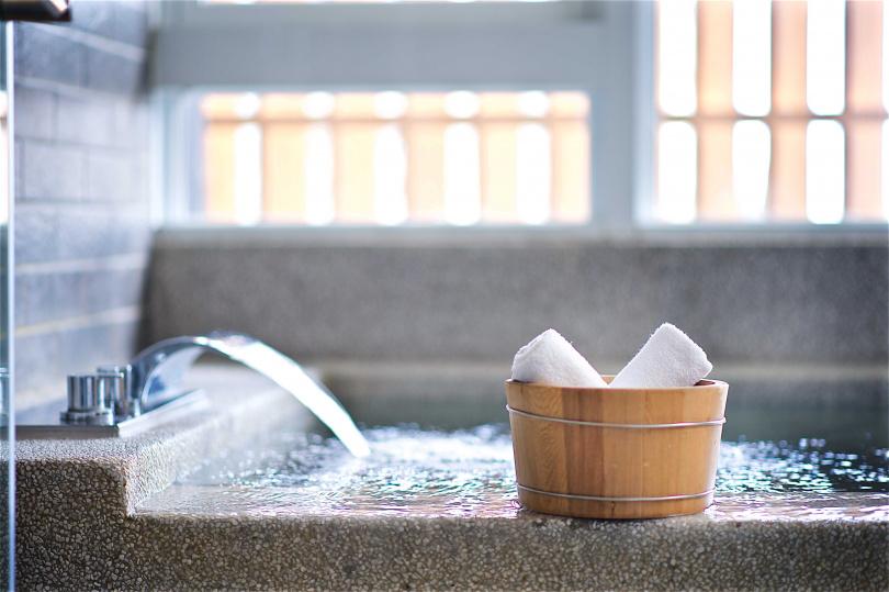 捷絲旅宜蘭礁溪館客房內,擁有小朋友最愛的泳池、浴池,能闔家共享溫泉美人暖湯。