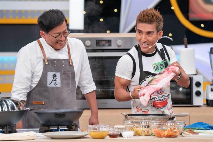 潘若迪拿起魚頭的表現笑翻眾人。(圖/TVBS提供)