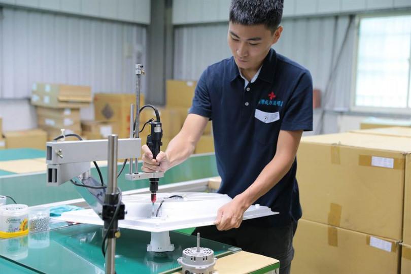 台灣威力循環扇堅持全機MIT、製程一條龍,目前進化到最完美的第五代,也是業界唯一打出「全機五年保固」的品牌。