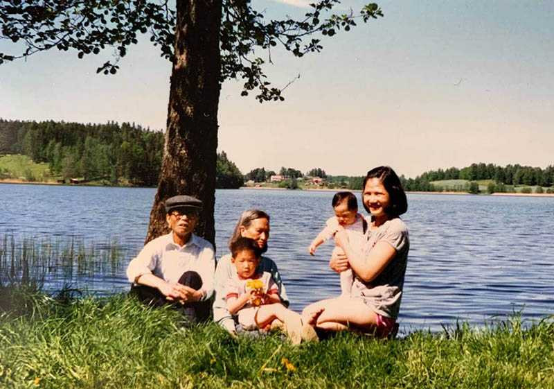 曾女香的父母30幾年前移民到北歐瑞典,含飴弄孫。(圖/曾女香提供)
