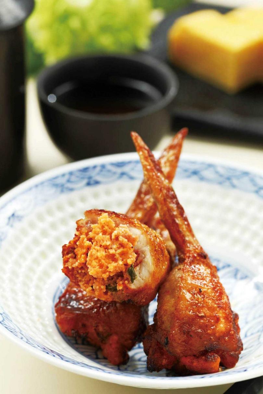 主廚私心推薦的「風味明太子雞翅」,雞翅內填滿微辣且鮮香的明太子,適合夏夜享用。