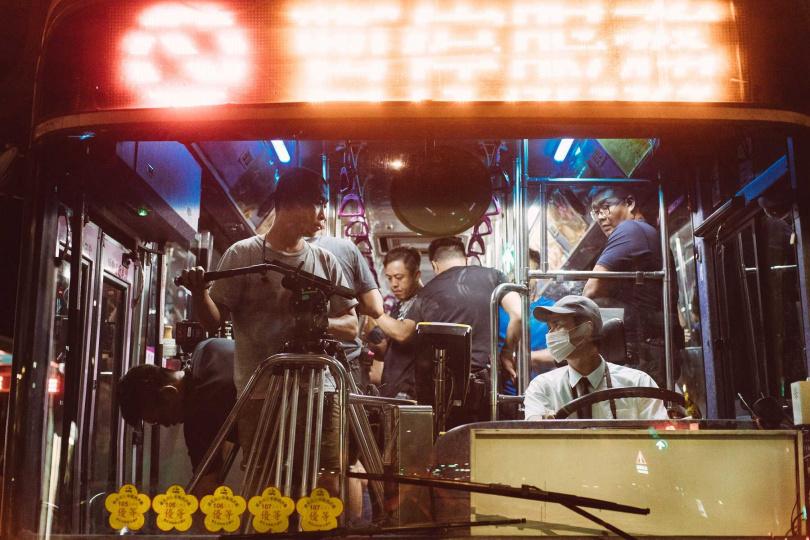 劉冠廷親自上陣開公車。(圖/牽猴子提供)