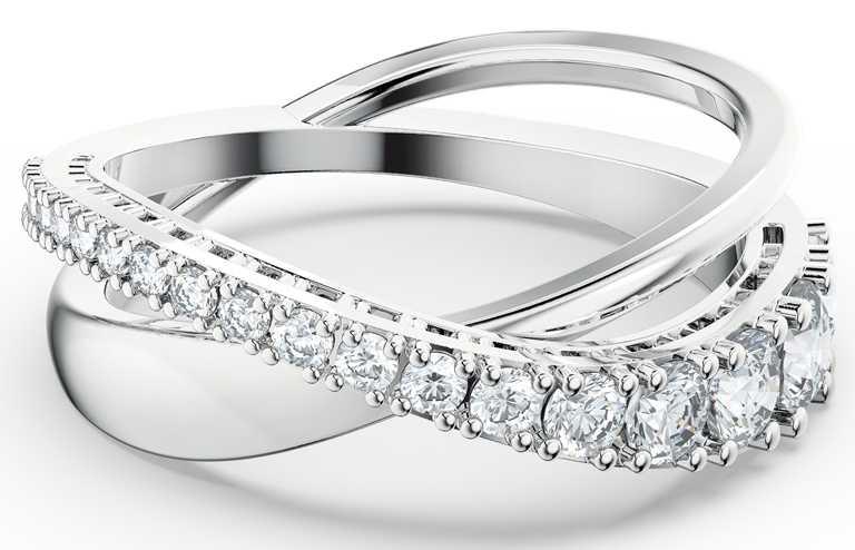 SWAROVSKI「Twist」系列,水晶戒指╱3,790元。(圖╱SWAROVSKI提供)