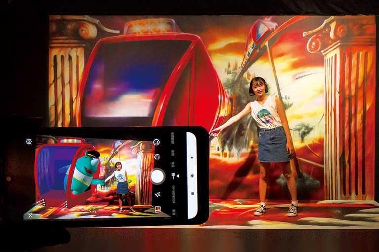 新設施AR畫館-城堡列車,透過擴增實境能拍出充滿趣味的照片。