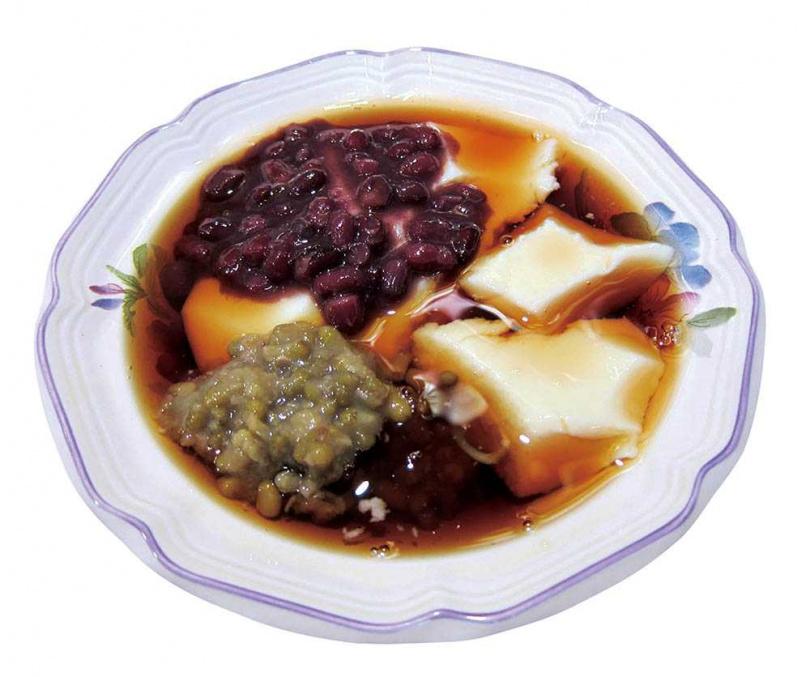 在台灣採多種配料、搗碎豆花的吃法,圖為「台東成功豆花」。(圖/陳靜宜提供)