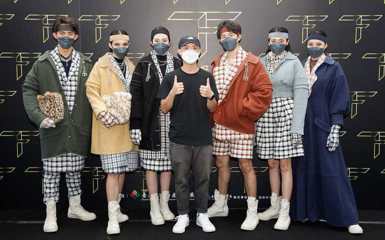 2021台北好時尚銀獎設計師湯俊翔及其作品。
