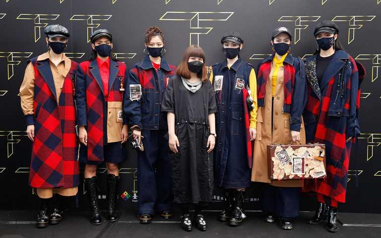 2021台北好時尚金獎得主設計師林慧慈及其作品。