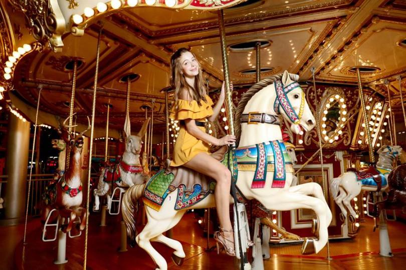 安妮非常膽小,到遊樂園只敢坐旋轉木馬。(圖/雲林縣政府提供)