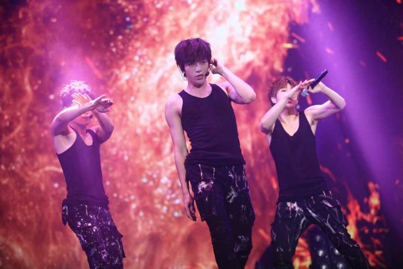 若是收視超過9%,金明洙(左起)、辛睿恩、徐志焄、尹芮珠和姜勳會一起到汝矣島公園跳舞。(圖/翻攝金明洙IG)