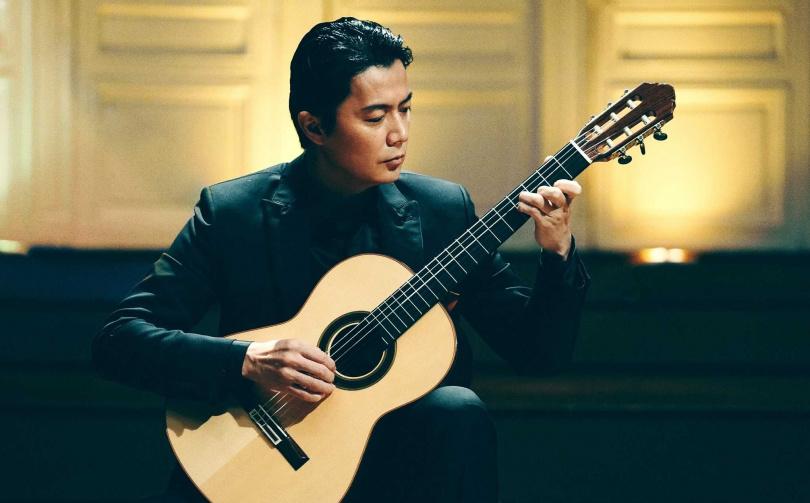 福山雅治首度挑戰古典吉他。(圖/傳影互動提供)