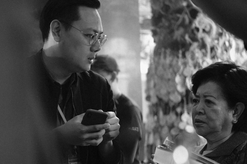 導演許承傑(左)、陳淑芳在拍片現場。(圖/威視電影提供)