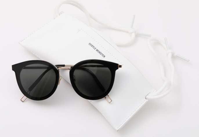 太陽眼鏡:韓國GENTLE MONSTER,代購價格:約台幣6800元。