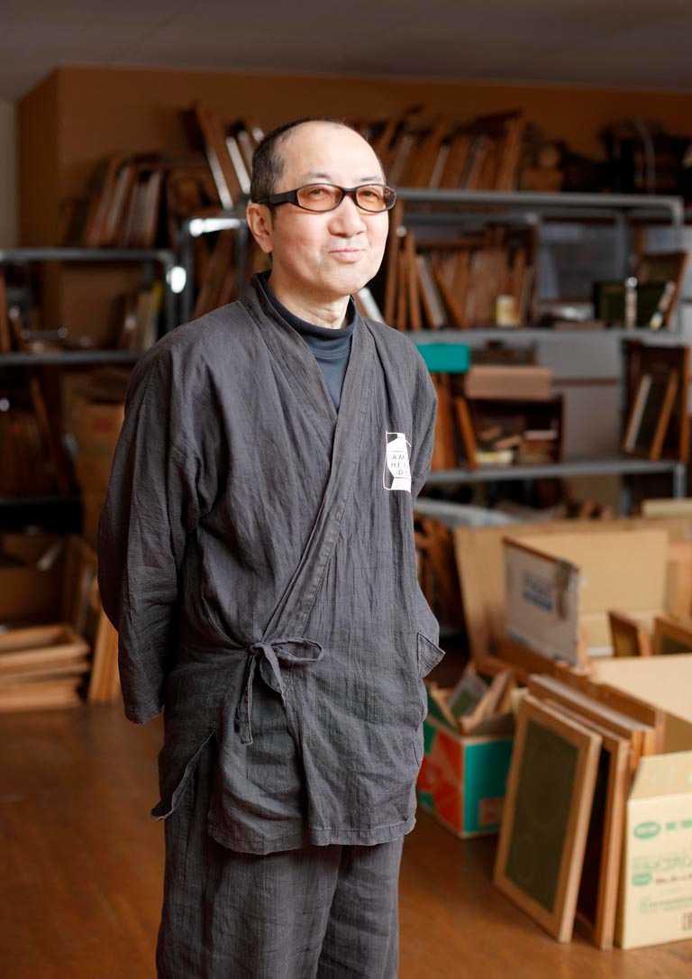 日本「Urushi」漆藝大師小泉三教,運用獨家蒔繪技術,為每款Chopard「L.U.C XP金牛蒔繪」腕錶親手繪製錶盤。(圖╱Chopard提供)