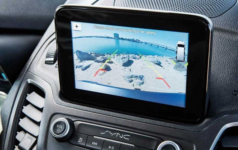 中控車機配置6吋SYNC 3多媒體螢幕,還搭載主動防碰撞、行人偵測、定速巡航等多項配備。(圖/FORD提供)