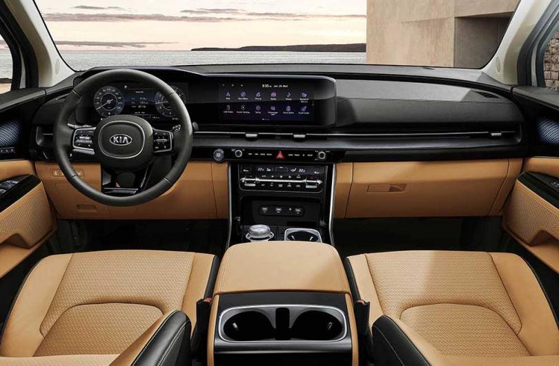 中控座艙也進行大改款,搭載雙12.3吋螢幕,駕駛還能透過螢幕調整後排座椅的椅背以及前後滑移。(圖/KIA提供)