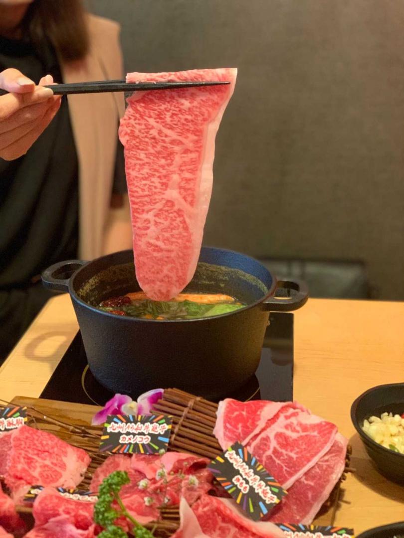 選用來自九州的A5和牛,油花均勻細密、肉質柔嫩化口。(攝影/官其蓁)