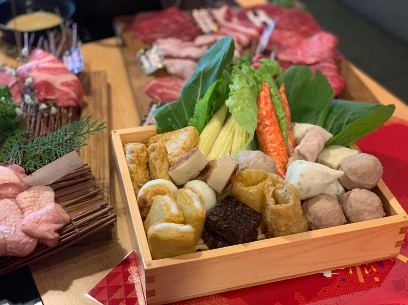 雖主打和牛鍋物,但自助餐檯提供的時蔬食材同樣豐富。(攝影/官其蓁)
