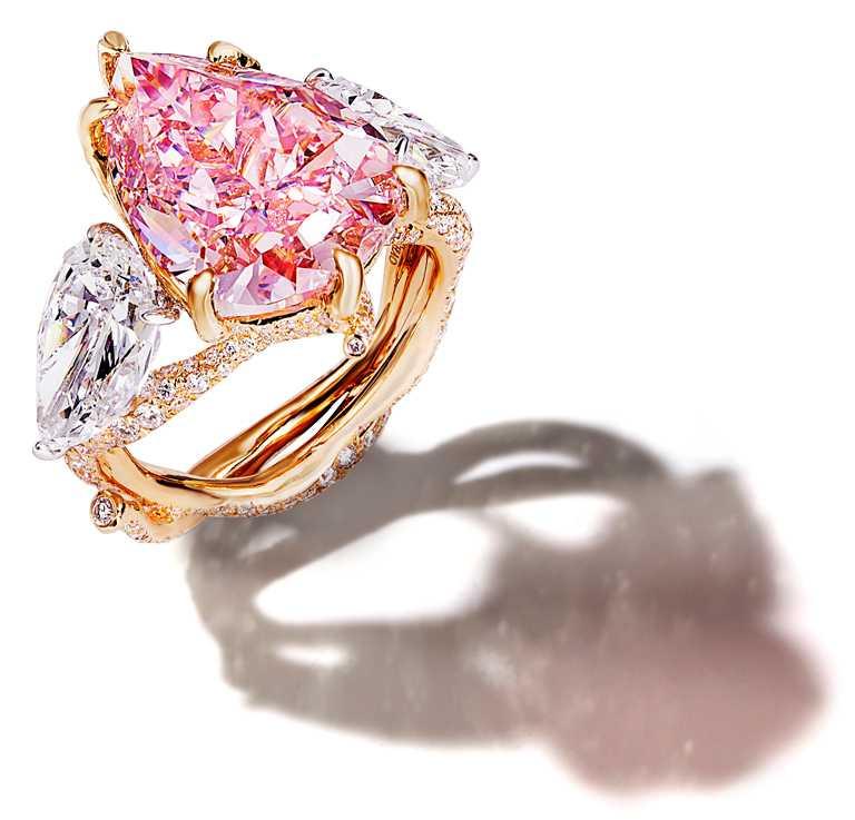 CINDY CHAO濃彩粉紅鑽樹枝戒指╱價格店洽。(圖╱CINDY CHAO提供)