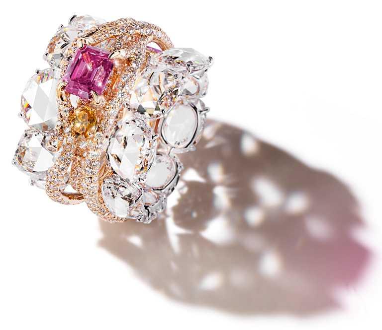 CINDY CHAO阿蓋爾豔彩偏紫粉紅鑽建築戒指╱價格店洽。(圖╱CINDY CHAO提供)