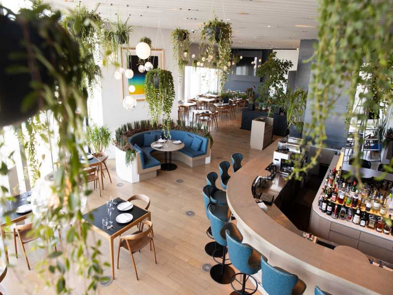 「THE SUN & THE MOON」是一家綠意盎然的天際餐廳。(圖/森大廈株式會社提供)