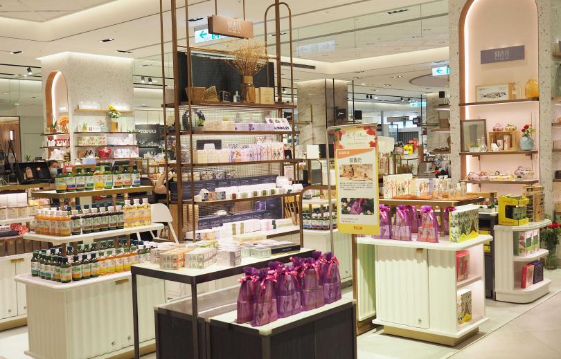 全新登場的御香坊專櫃位於新光三越A8 6F,在這裡妳可以找到最齊全的BRONNLEY手工皂、香水品項。(圖/品牌提供)