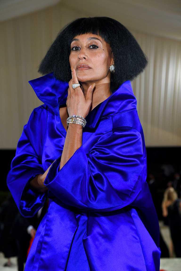 女星特蕾西埃利斯羅斯,佩戴TIFFANY & CO.「Schlumberger」高級珠寶系列鑽石耳環與戒指。(圖╱TIFFANY & CO.提供)