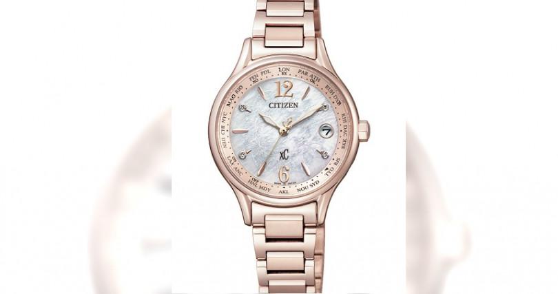 星辰EC1164-53X全球電波腕錶/鈦合金材質,錶徑28mm/光動能機芯/電波自動校時,24個城市時間/防水50米/台灣限量100只/定價:35,800元(圖/星辰表)