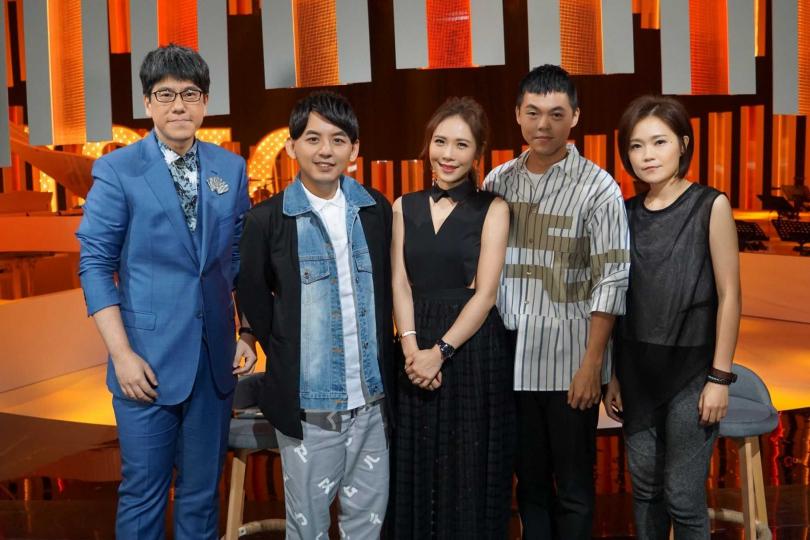 節目邀請吳申梅、曾昱嘉、呂莘分享給外星人的歌單。(圖/公視提供)