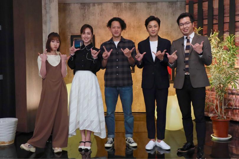 瑪麗(左起)、導演莊絢維、小薰(黃瀞怡)、張書偉、主持人鄭偉柏。(圖/E!Studio藝鏡到底提供)