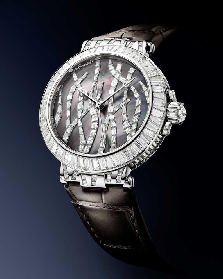 BREGUET「Marine Haute Joaillerie 9509 Poseidonia」航海系列高級珠寶腕錶,鑽石與大溪地珍珠母貝款,35.8mm╱8,917,000元。(圖╱BREGUET提供)