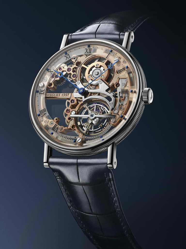 BREGUET「Classique Tourbillon Extra-Plat Squelette 5395」經典系列超薄鏤空陀飛輪鉑金腕錶╱950鉑金錶殼,41mm╱7,761,000元。(圖╱BREGUET提供)