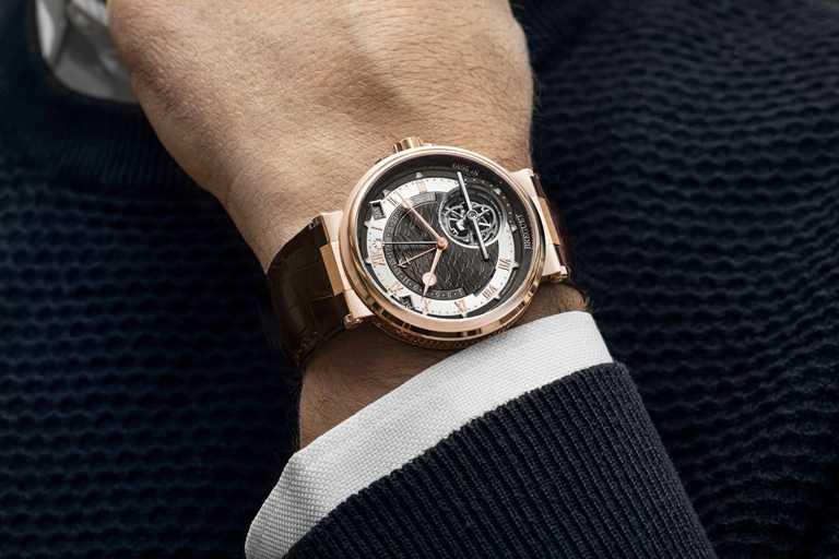 BREGUET「Marine Tourbillon Equation Marchante 5887」航海系列陀飛輪萬年曆時間等式腕錶╱18K玫瑰金錶殼,43.9mm╱6,936,000元。(圖╱BREGUET提供)