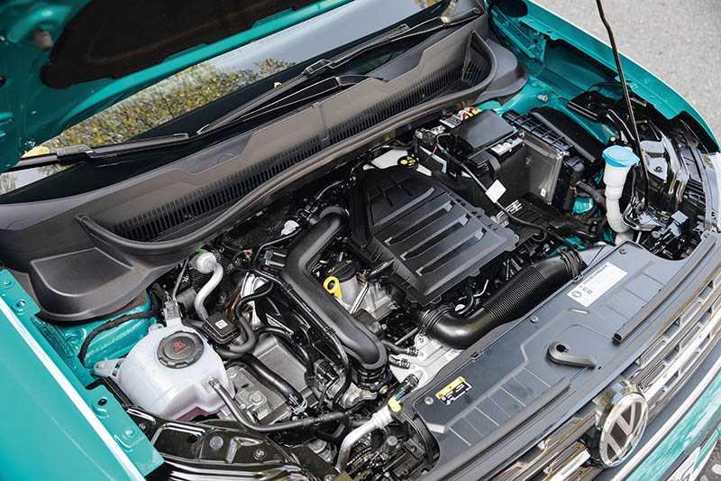 台灣只引進1.0升直列三缸汽油渦輪增壓引擎一種動力,可輸出115匹最大馬力與20.4公斤米最大扭力。(圖/張文玠攝)
