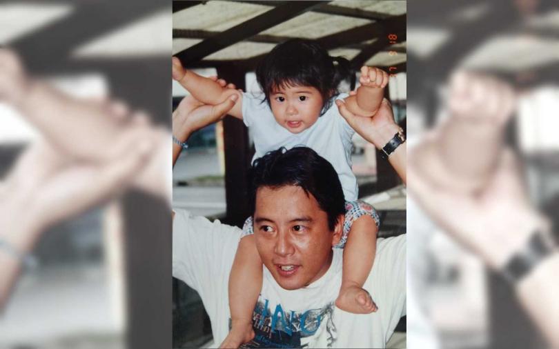 宮田留佳(後)表示因病過世的爸爸,一直非常支持她的演藝事業。(圖/好言娛樂提供)