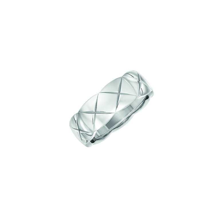 CHANEL「COCO CRUSH系列」18K白金戒指╱80,000元(圖╱CHANEL提供)