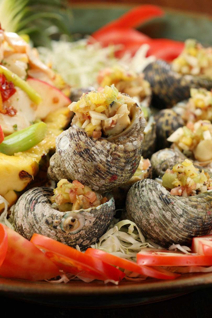 野生月光螺產量稀少,是當地人用來款待客人的食材。(圖/于魯光攝)