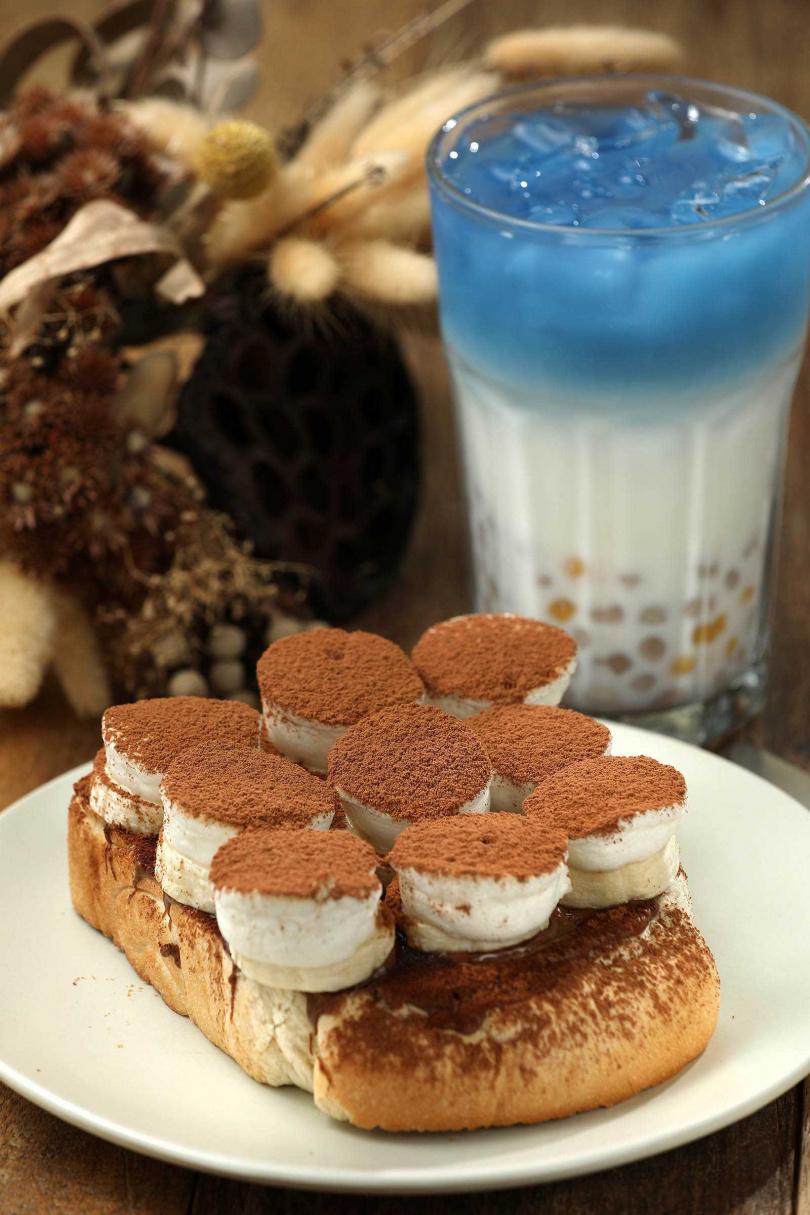 「巧克力香蕉烤棉花糖」將棉花糖與香蕉、巧克力粉巧妙融合,是令人感到罪惡的美食。(八五元/份)(圖/于魯光攝)