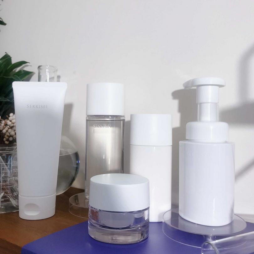 雪肌精全新SEKKISEI CLEAR WELLNESS雪肌精漾活系列低敏型(白色瓶)(圖/黃筱婷攝影)