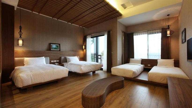 原木藝術打造的客房,洋溢樸素而高雅的氣息。(圖/HotelsCombined.com.tw提供)