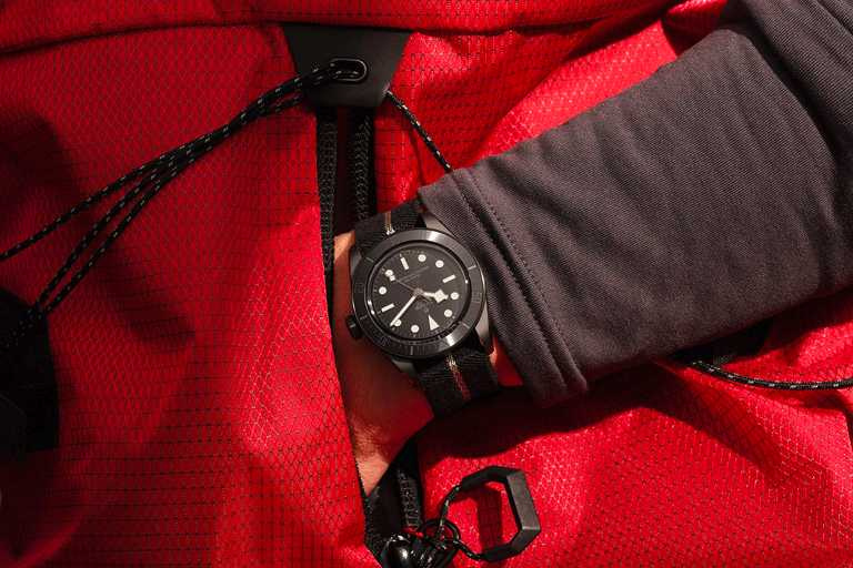 TUDOR「Black Bay Ceramic碧灣陶瓷」型腕錶╱150,500元。(圖╱TUDOR提供)