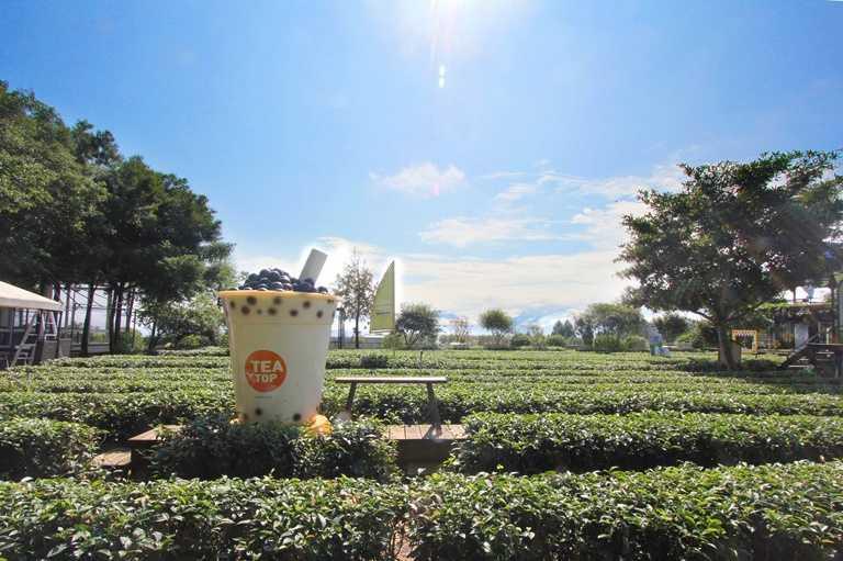 「茶二指故事館」因園區有巨大珍珠奶茶有聞名。